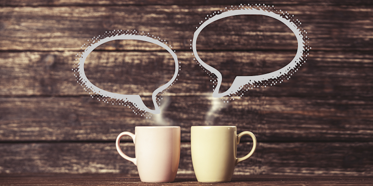 Two coffee cups with conversation bubbles